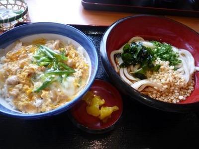 浦添市牧港 手打うどん総本家 得得の親子丼ランチで、冷たいうどん¥680