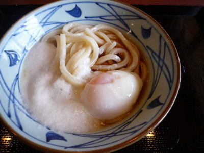 讃岐釜揚げうどん 丸亀製麺の『とろ玉うどん冷』(並)¥380