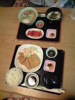 ひれかつ定食とまぐろと沖縄そばセットの写真